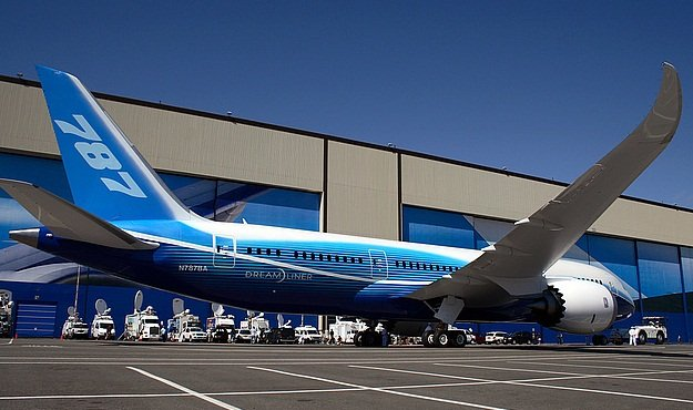 boeing dreamliner company lives by the sword